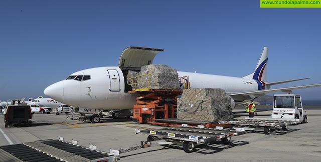 Canarias recibe dos aviones más con material sanitario y diagnóstico de COVID-19 con 1.200.000 mascarillas quirúrgicas