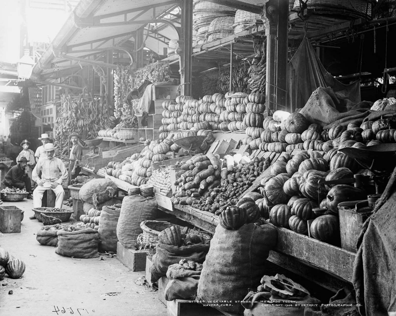 Vegetable stands in Mercado Tocon. 1904.