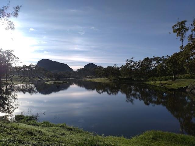 Pemandangan Danau Oelnonon, Perpaduan Danau dan Pegunungan