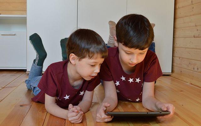 55% de niños chilenos tiene perfil en Redes Sociales y 1 de cada 10 padres desconoce lo que publican