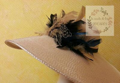 pamela beige con detalles en azul marino para boda tamaño grande