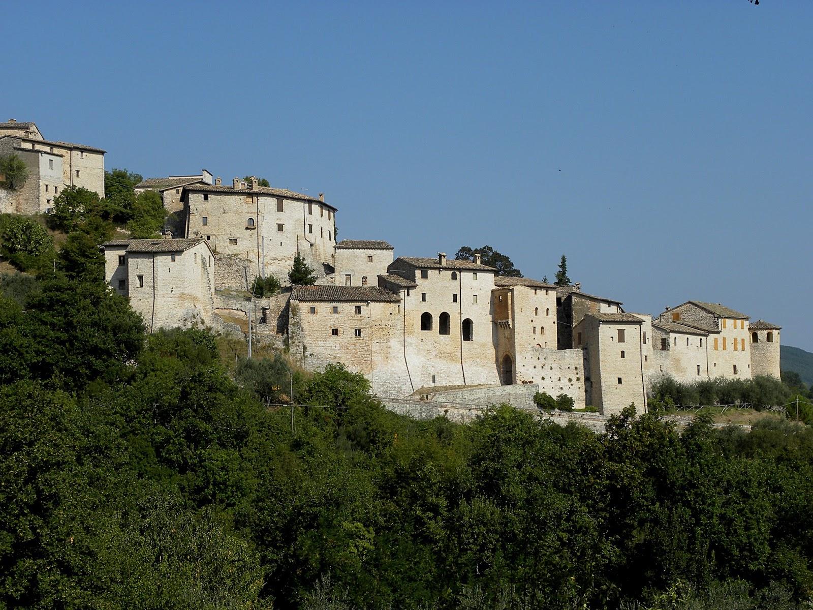 Vestignano  MC  splendido castello di Caldarola  THE