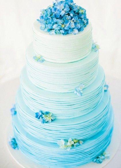 bánh sinh nhật mang phong cách màu xanh bí ẩn