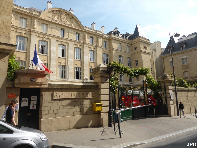 Paris bise art borne d 39 appel pompiers rue blanche for Architecture ancienne