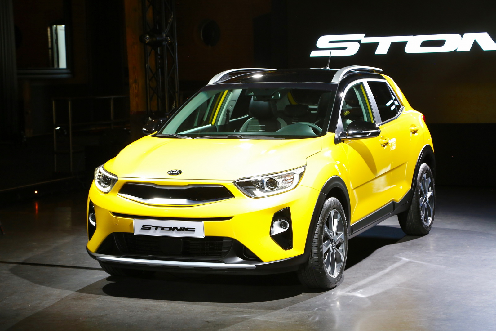 Kia S New Stonic Sub Compact Suv Detailed In New Gallery