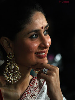 Beautiful Kareena Kapoor Stunning Saree Pics   .xyz Exclusive 019.jpg