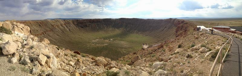 Meteor Crater, originated about 50,000 years ago in a fall on the Earth meteorite vesivshego 300,000 tons and flying at a speed of about 45-60 thousand km / h According to calculations, the explosion at the fall of the meteorite was three times more powerful than the Tunguska explosion, which can be compared with a thousand Hiroshimas.