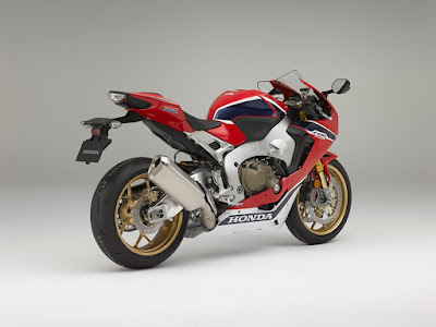 2017 Honda CBR1000RR Fireblade SP right side rear view