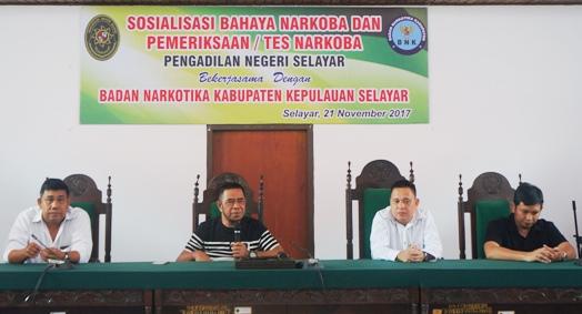 Ketua BNNK, Sosialisasi Bahaya Narkoba Di PN Selayar