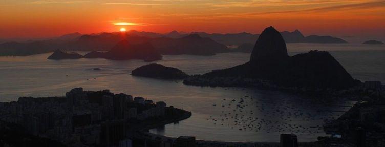 Pores e nasceres do Sol acontecem em momentos diferentes, dependendo da sua longitude