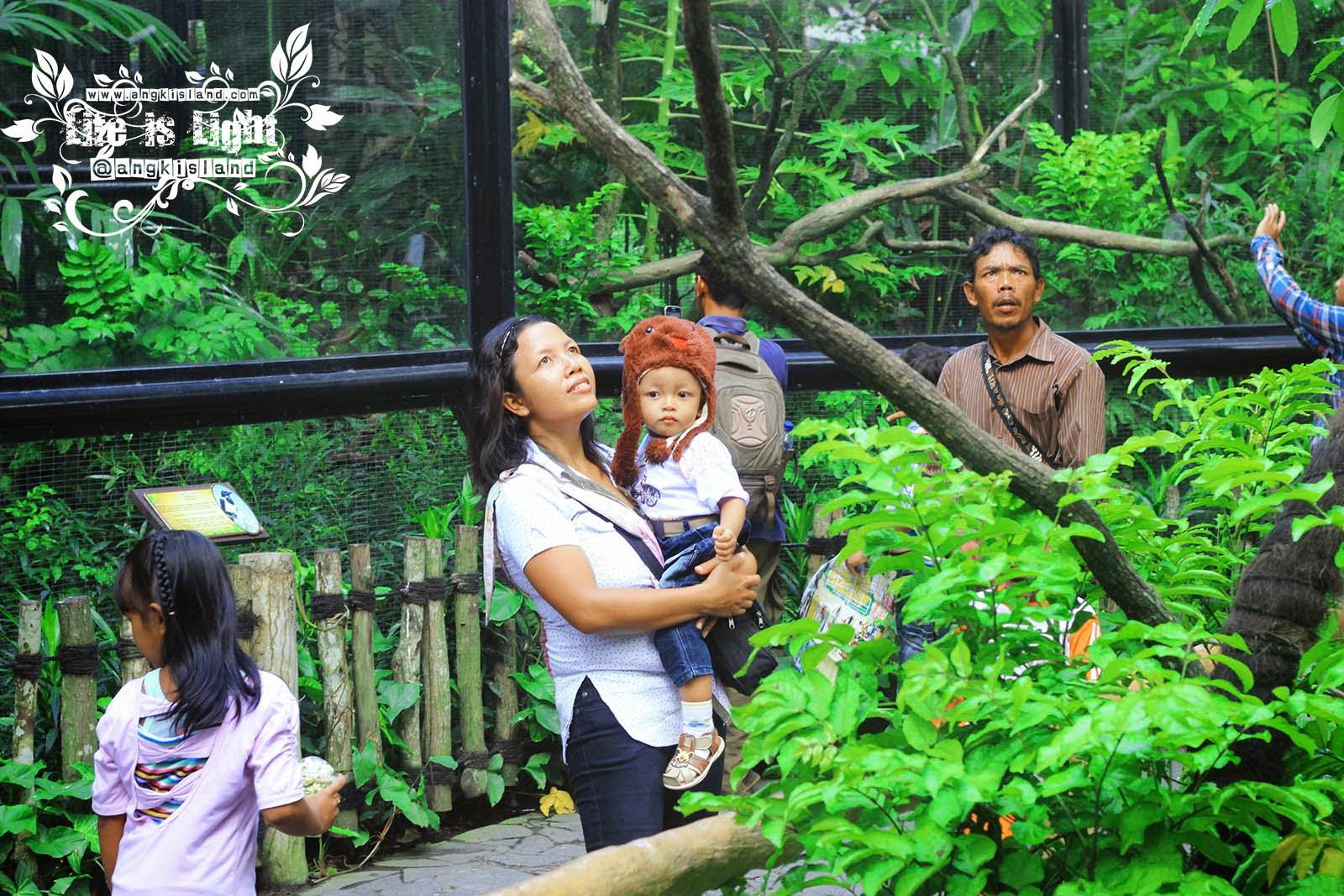 Ibu dan anak di Gembiraloka