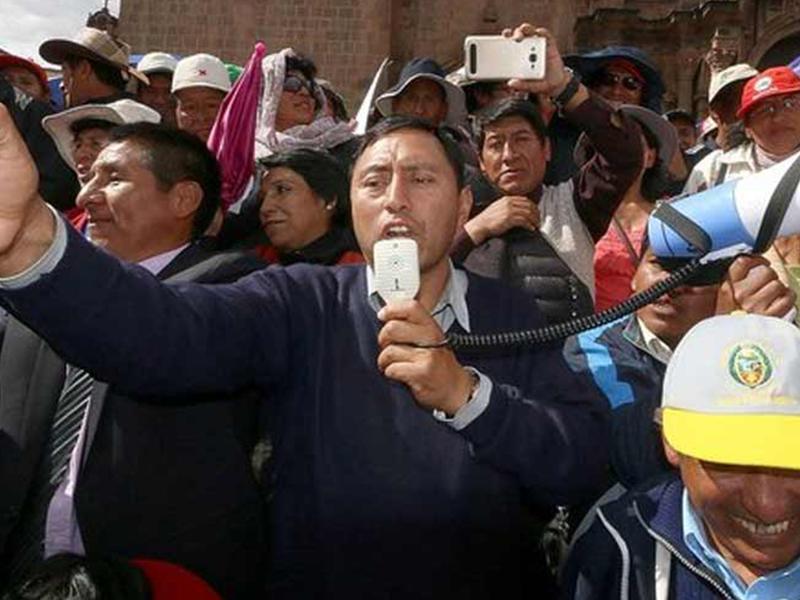 Huelga de maestros escala con denuncia penal contra dirigentes