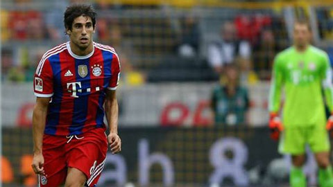 Bayern đang dư rất nhiều tiền vệ trung tâm làm tăng nguy cơ Javi Martinez phải xuống hàng trung vệ.