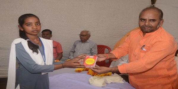 Medhavi-chhatr-chatrao-ka-samman-samahroh-evam-swakshata-pakhwada-ayojit-kiya-gaya