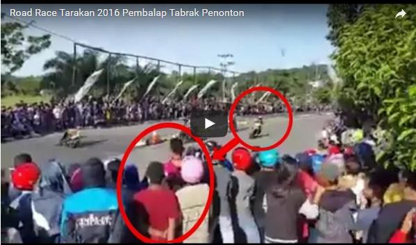 Video Detik-detik Seorang Pembalap Terjatuh Dari Motor dan Tabrak Penonton, Bukanya Ditolong Malah Dikeroyok Puluhan Penonton.