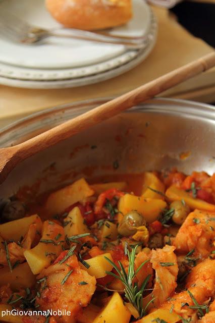 Baccalà in umido con patate, pomodorini e funghi porcini secchi