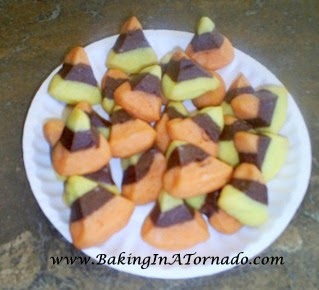 Candy Corn Poppers Cookies | www.BakingInATornado.com |  #recipe #Halloween