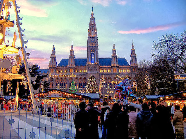 Christmas magic in Vienna, Austria. Photo: WikiMedia.org.
