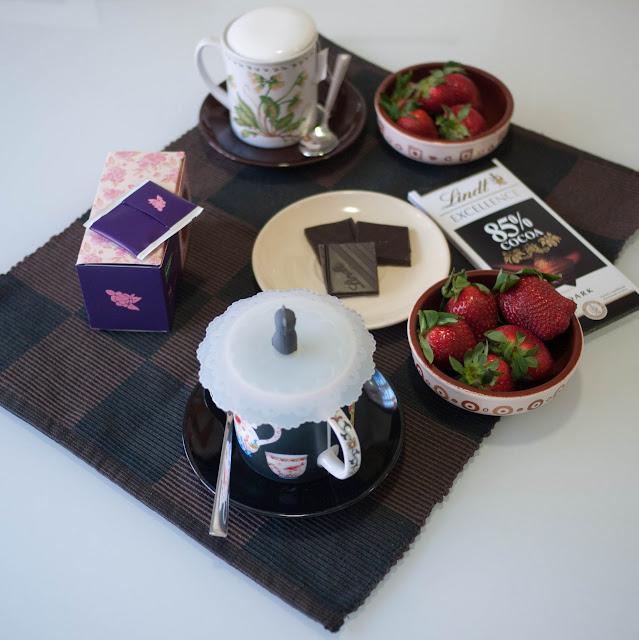 Te invito a un té con fresas y chocolate