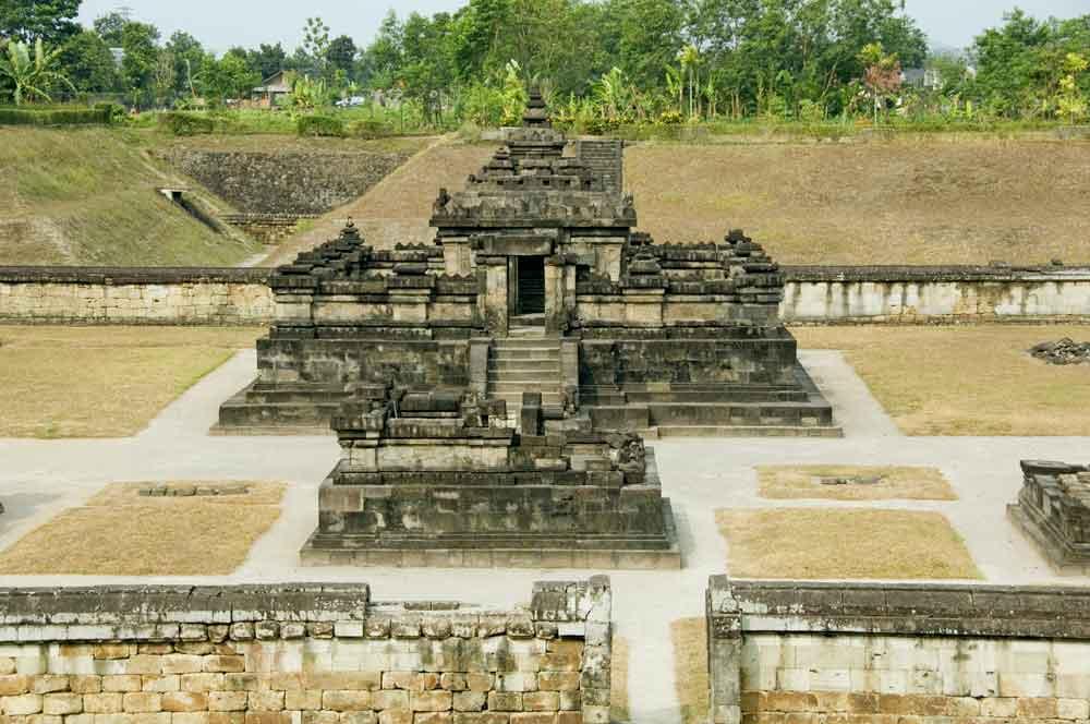 Candi Sambisari diperkirakan dibangun antara tahun 812 - 838 M