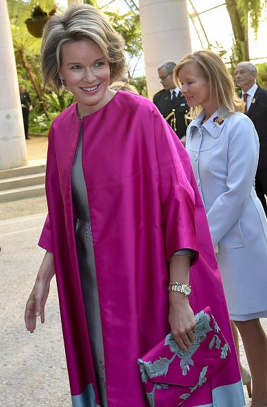 Queen Mathilde wore Dries Van Noten coat from Spring Summer 2016 collection and she carried a specially designed clutch in the same colours.