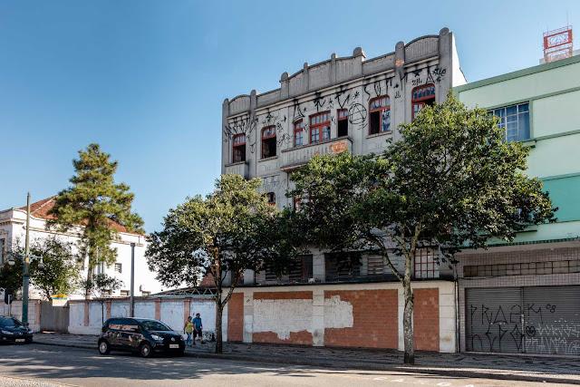 Sobrado de três andares na Barão do Rio Branco