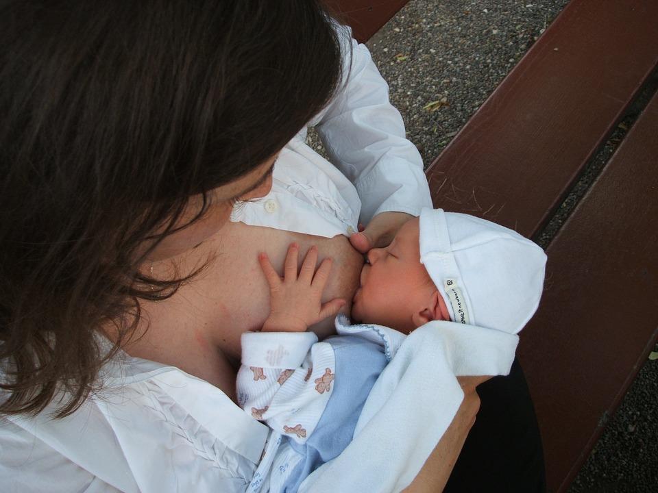 الرضاعة الطبيعية، قصة حب حقيقية في حياتنا