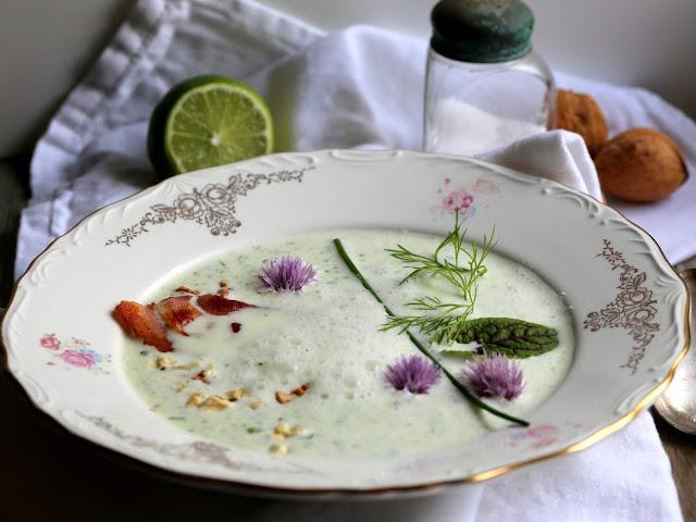 Kalte Suppe mit Gurke