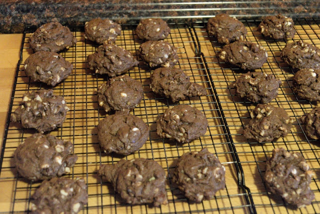 The baked cookies on a cooling rack.