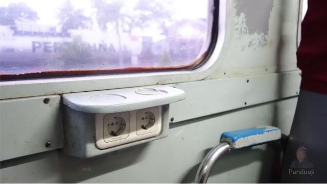 Colokan di Kereta Api Penataran