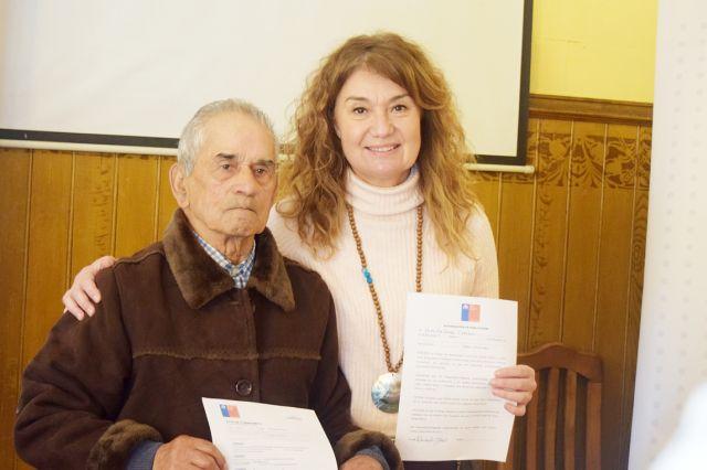 María Elena Ojeda y uno de los beneficiados con el programa