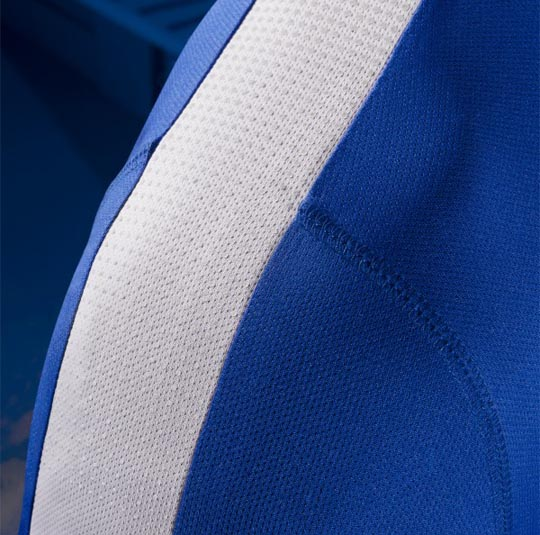 en ce qui concerne le maillot il sera videmment bleu avec une bande blanche au niveau des paules. Black Bedroom Furniture Sets. Home Design Ideas