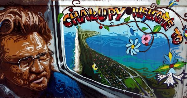 Graffiti na przystanku kolejowym w Chałupach