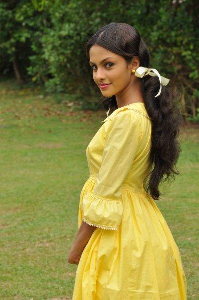 More Sri lankan young girl naked photo