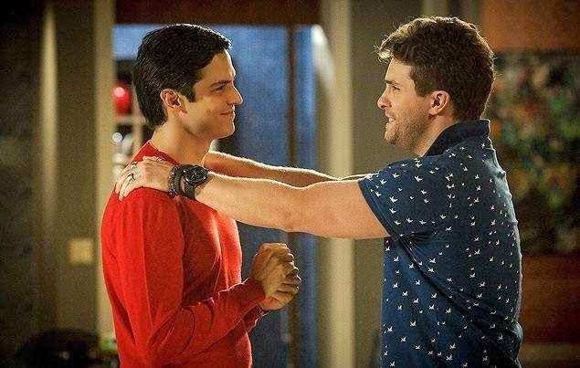 Beso gay en la serie Amor a Vida