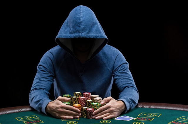 Skills needed to become a pro poker player