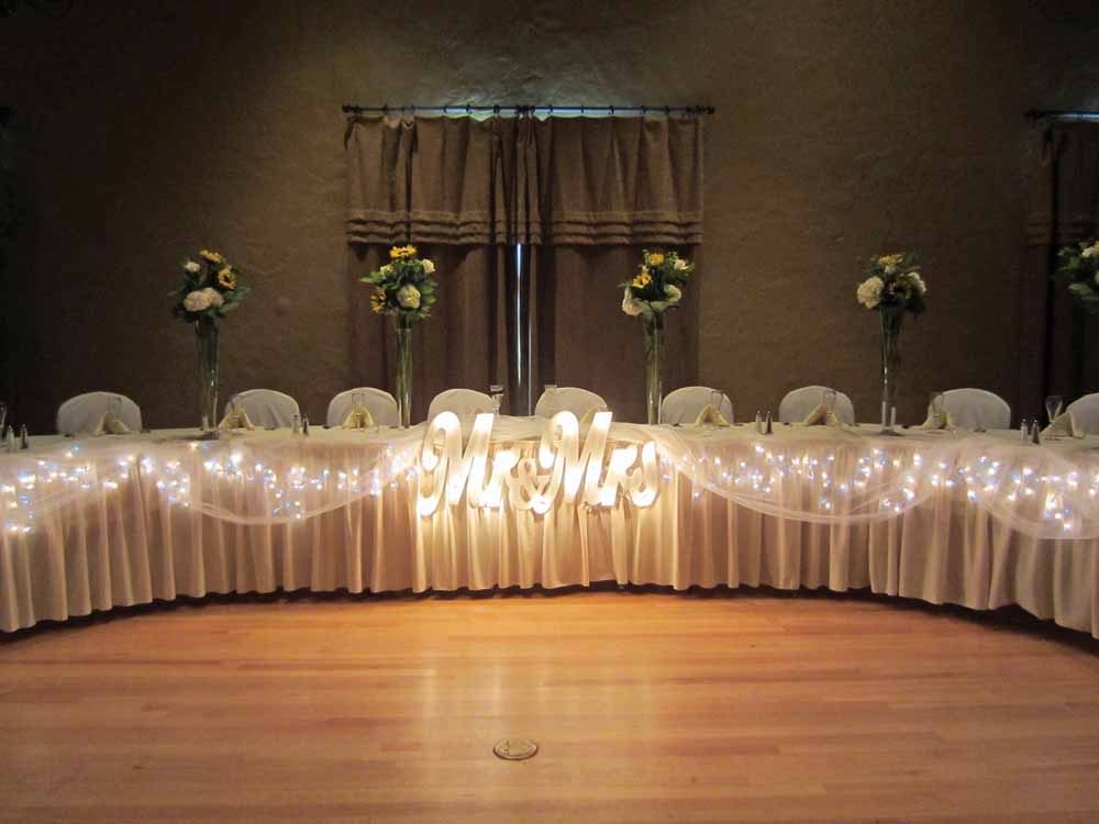 Elite Events Al Provided The Centerpieces And Cake Stand For This Sunflower Filled Wedding At Hillcrest Country Club In Lincoln Nebraska