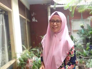 5 Tips Memakai Hijab Segi Empat untuk yang Berkacamata