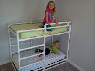 cama cucheta para niños con tubos pvc reciclados