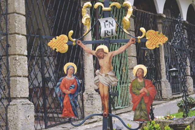 Religious symbolism in cemeteries