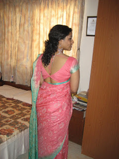 hot images of aunties in saree
