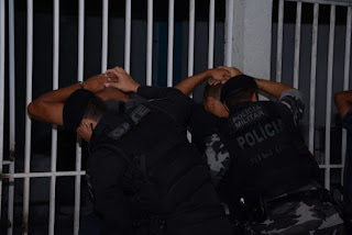 PM cumpre 8 mandados de prisão e apreende armas e drogas na PB
