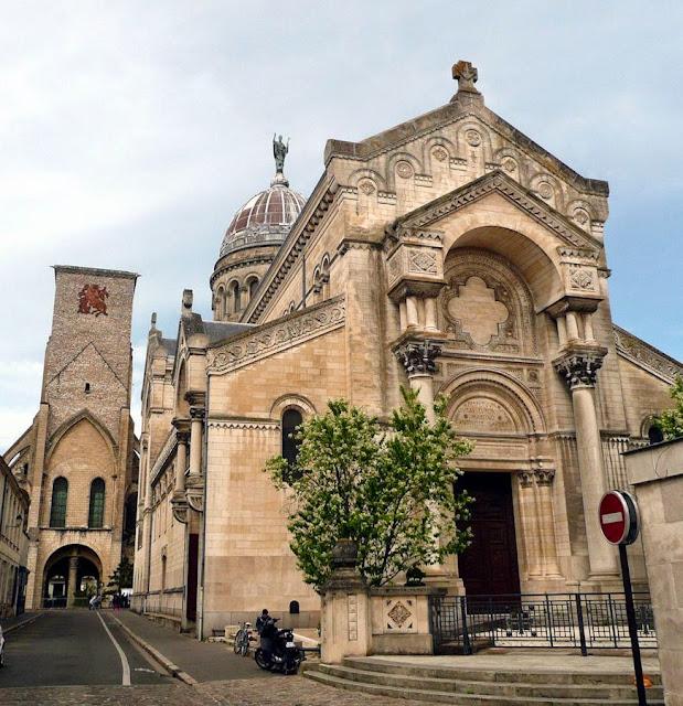 Tours: exterior da basílica de São Martinho
