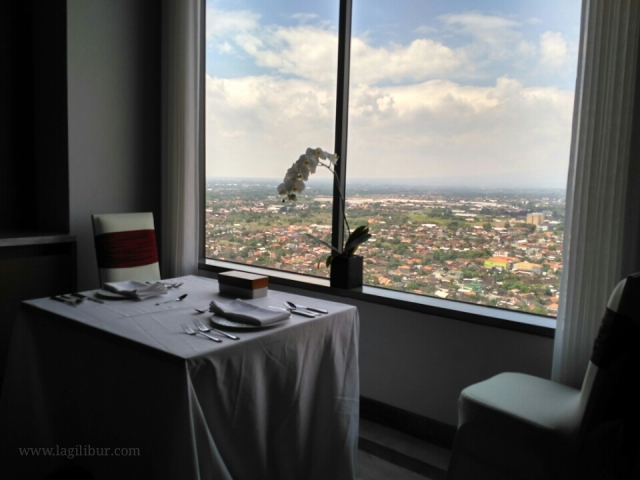 Romantic dinner sky lounge alila solo