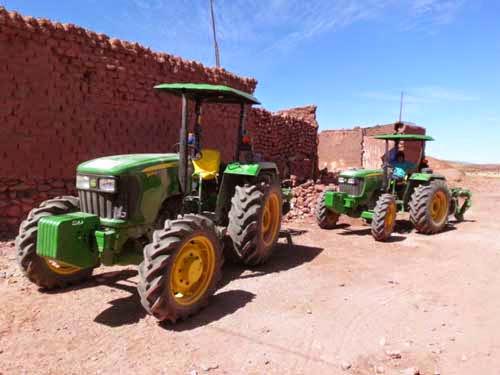 Die beiden neuen Traktoren Marke John  Deere