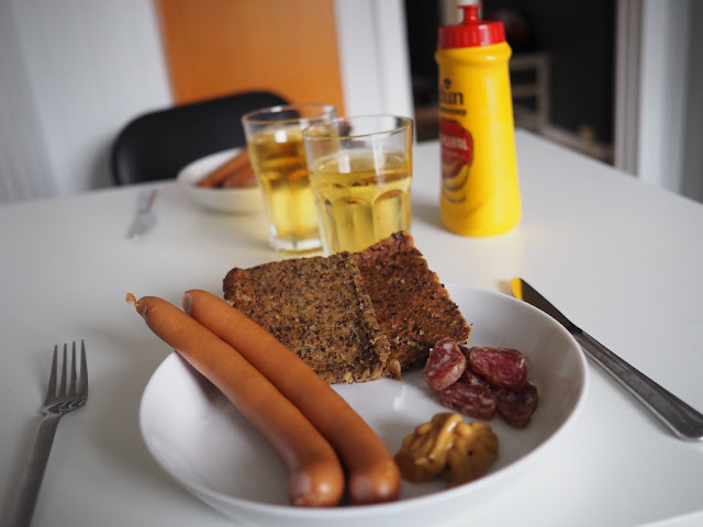 večeře, správný čech, párky, chleba, hořčice, Norsko, Bergen