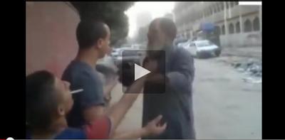بالفيديو.. بلطجية يحرقون لحية مسن