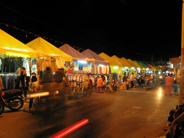 The Colorful Night Markets Throughout Vietnam 1