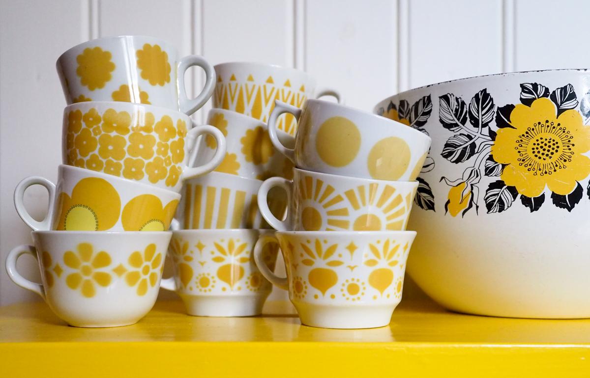 Arabian puhalluskoristeiset kahvikupit, keltainen