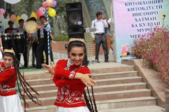 Tadjikistan, Dushanbe, danse, national library, © L. Gigout, 2012